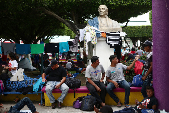 Mexico hé cửa biên giới cho người di cư nhưng ông Trump vẫn khen - Ảnh 5.