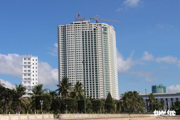 Mường Thanh Khánh Hòa cắt ngọn xong 3 tầng xây vượt - Ảnh 1.