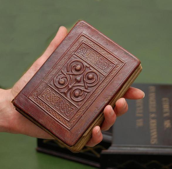 Thư viện Anh sẽ trưng bày Phúc âm John, cuốn sách 1.300 tuổi - Ảnh 1.