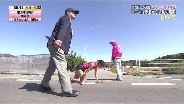 Thán phục ý chí kiên cường của Công chúa Ekiden Nhật Bản - Ảnh 3.