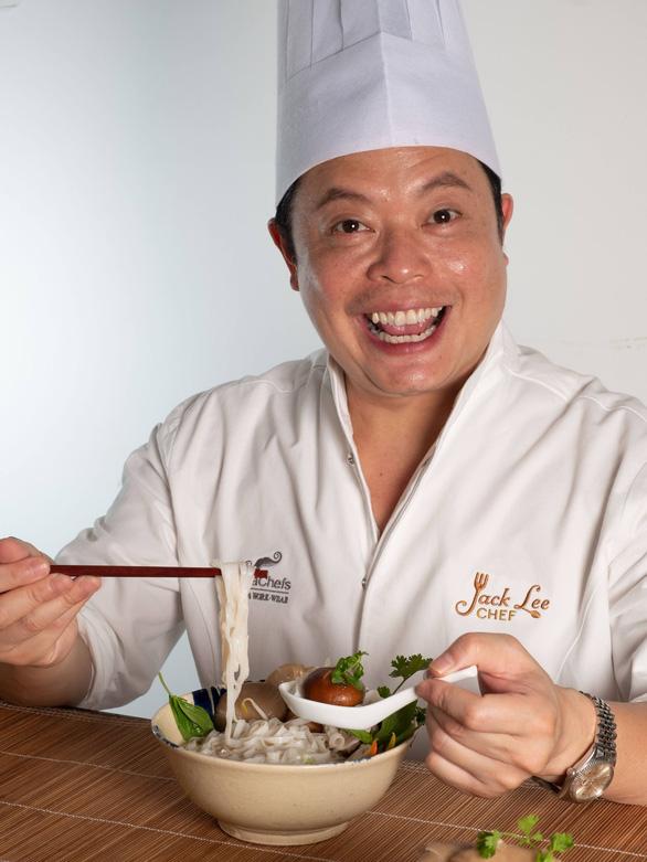 Tô phở nỗi nhớ Việt Nam của đầu bếp Jack Lee - Ảnh 1.