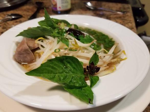 Tô phở nỗi nhớ Việt Nam của đầu bếp Jack Lee - Ảnh 2.