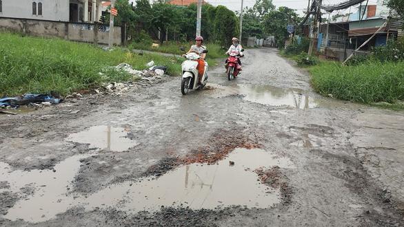 Những con đường lầy lội ở TP.HCM - Ảnh 2.