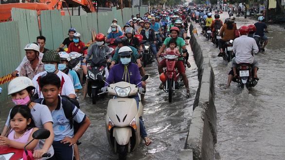 Những con đường lầy lội ở TP.HCM - Ảnh 1.