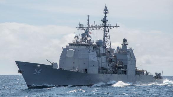 Hai tàu chiến Mỹ tiến qua eo biển Đài Loan - Ảnh 1.