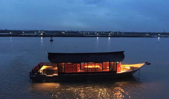 Sông Hương có du thuyền mới - Ảnh 6.
