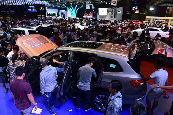 Thị trường ôtô tiếp tục tăng trưởng vào cuối năm - Ảnh 1.