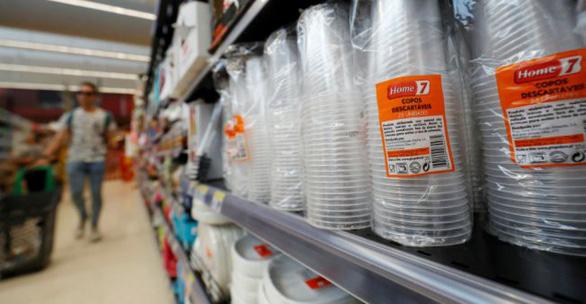 Nghị viện châu Âu nhất trí cấm đồ nhựa dùng một lần - Ảnh 1.