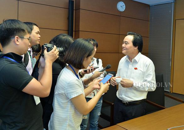 Bộ trưởng Phùng Xuân Nhạ: Tôi không nghĩ mình thiệt thòi về lá phiếu - Ảnh 1.