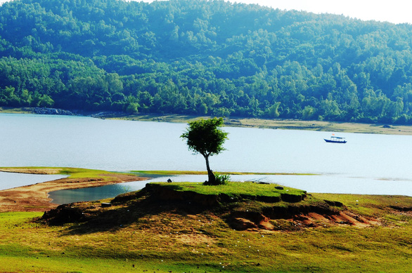 Cuối tuần đi ngắm hồ Phú Ninh mùa nước cạn - Ảnh 6.
