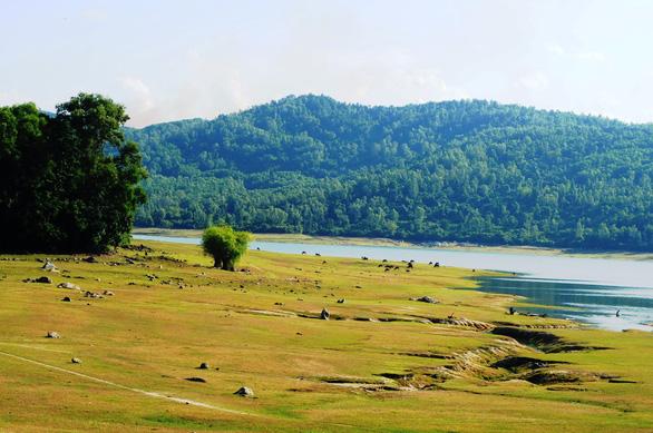 Cuối tuần đi ngắm hồ Phú Ninh mùa nước cạn - Ảnh 5.