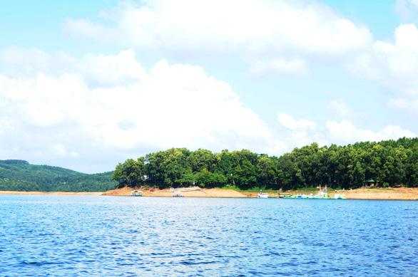 Cuối tuần đi ngắm hồ Phú Ninh mùa nước cạn - Ảnh 8.