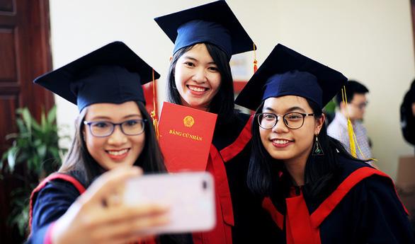 Thủ khoa tốt nghiệp đại học: Sinh viên không chỉ có việc học - Ảnh 1.