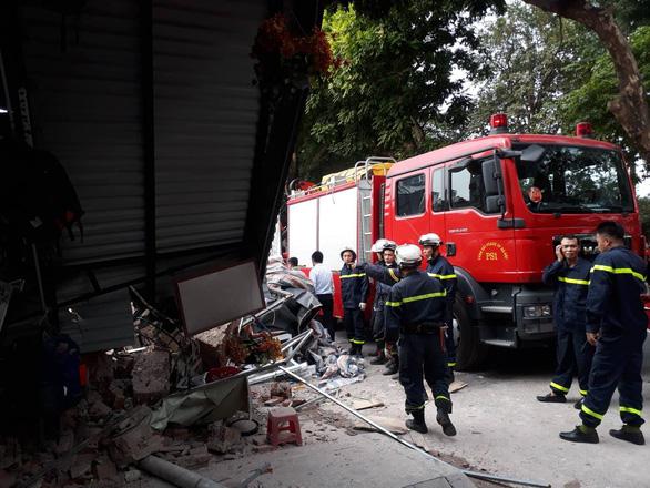 Sập nhà ở Hà Nội, cụ bà 82 tuổi bán trà đá thoát chết gang tấc - Ảnh 3.