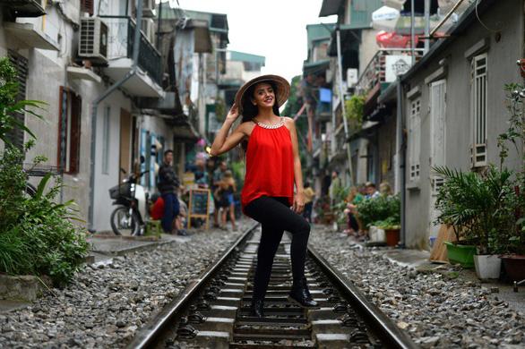 Đường sắt chạy qua phố cổ Hà Nội lên báo Pháp - Ảnh 4.