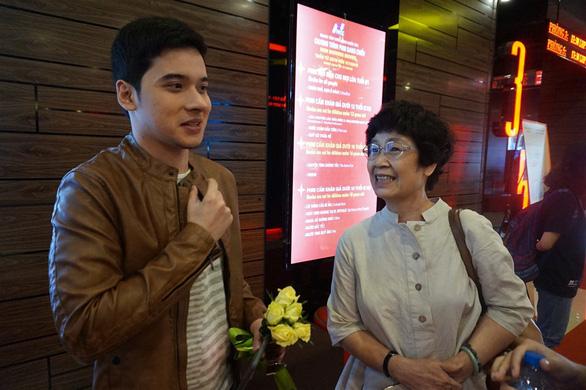 Diễn viên Philippines khóc vì phim được khán giả Việt khen - Ảnh 1.