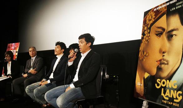 Khán giả Tokyo mặc áo dài, kimono đi xem Song Lang - Ảnh 5.
