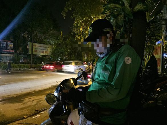 Xe ôm công nghệ: phập phồng chạy xe giữa đêm - Ảnh 4.