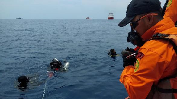 Rơi máy bay tại Indonesia: Xác định vị trí hai hộp đen - Ảnh 1.
