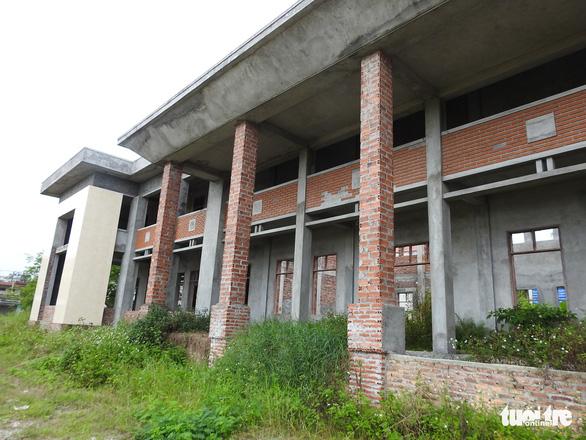 Dân ăn còn chưa đủ, xã vẫn cố xây nhà văn hóa vì nông thôn mới - Ảnh 3.