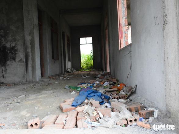 Dân ăn còn chưa đủ, xã vẫn cố xây nhà văn hóa vì nông thôn mới - Ảnh 5.