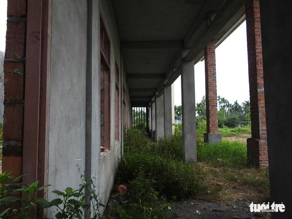 Dân ăn còn chưa đủ, xã vẫn cố xây nhà văn hóa vì nông thôn mới - Ảnh 7.