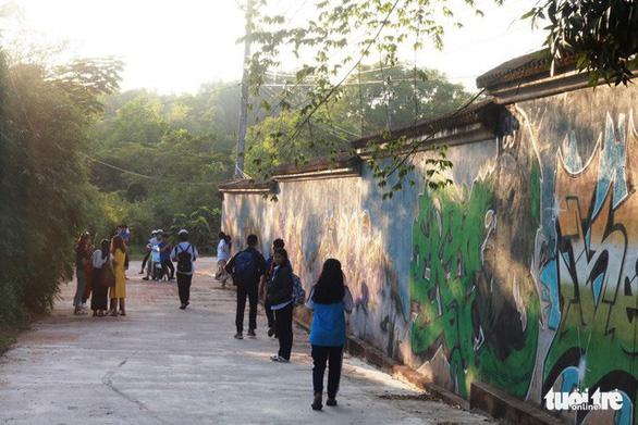 Con đường graffiti hút hồn bạn trẻ xứ Huế - Ảnh 3.