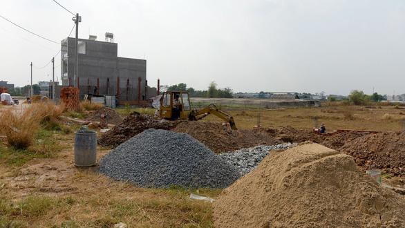Sai phạm đất đai ở Hóc Môn: Gom đất, tách thửa, phân lô bán nền - Ảnh 2.