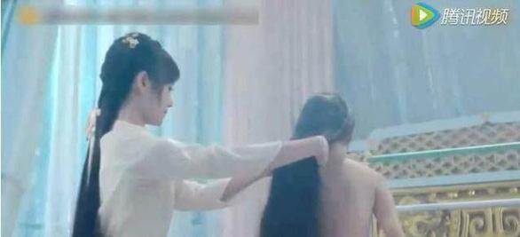Hé lộ đằng sau những màn tắm trên phim ảnh - Ảnh 5.