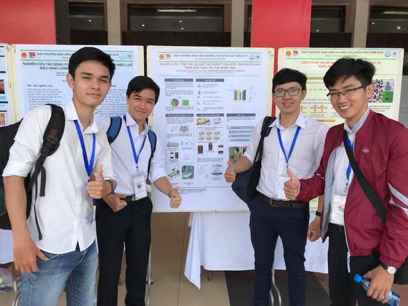 Sinh viên chế tạo robot mátxa, giành giải nhất nghiên cứu khoa học - Ảnh 2.