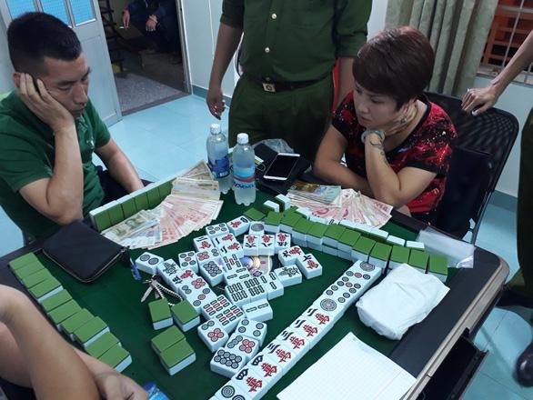 Bắt quả tang nhóm du khách Trung Quốc đánh bạc trái phép - Ảnh 1.