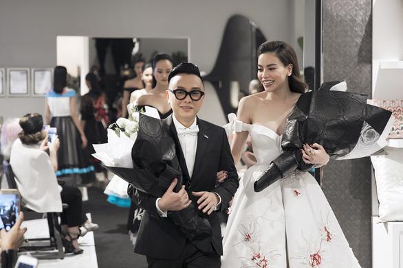Hồ Ngọc Hà tái xuất sàn diễn cùng nhà thiết kế Nguyễn Công Trí - Ảnh 1.
