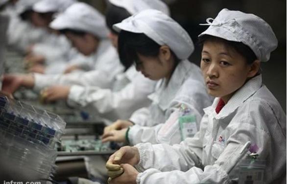 Sinh viên Trung Quốc tố bị nhà thầu của Apple buộc làm như robot - Ảnh 1.