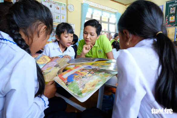 Hoa hậu HHen Niê xây thư viện cho trẻ em nghèo - Ảnh 3.