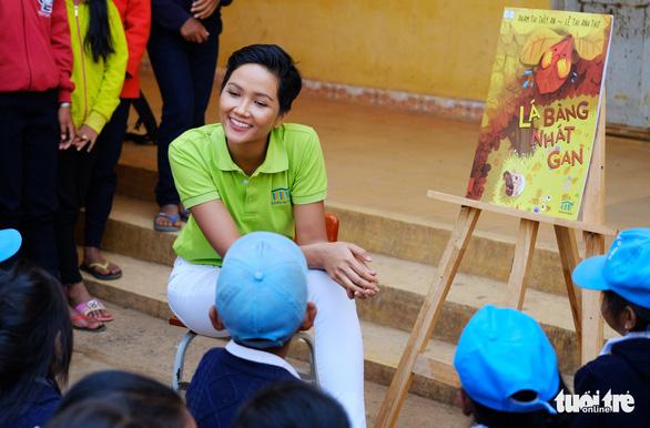 Hoa hậu HHen Niê xây thư viện cho trẻ em nghèo - Ảnh 4.