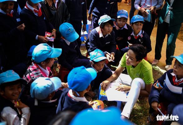 Hoa hậu HHen Niê xây thư viện cho trẻ em nghèo - Ảnh 1.