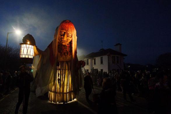 Lo xói mòn các giá trị truyền thống nên cấm tổ chức Halloween - Ảnh 1.