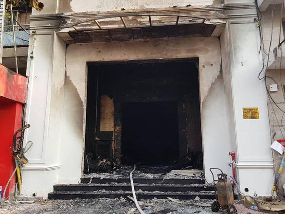 Cháy quán bar ở Sài Gòn, hàng trăm người may mắn thoát nạn trong đêm - Ảnh 3.