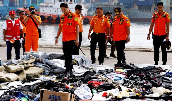 Máy bay rơi ở Indonesia: Sự im lặng đáng sợ của đại dương - Ảnh 1.