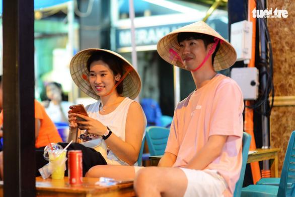 Khách du lịch Trung Quốc đến Việt Nam 10 tháng cao hơn cả năm trước - Ảnh 1.