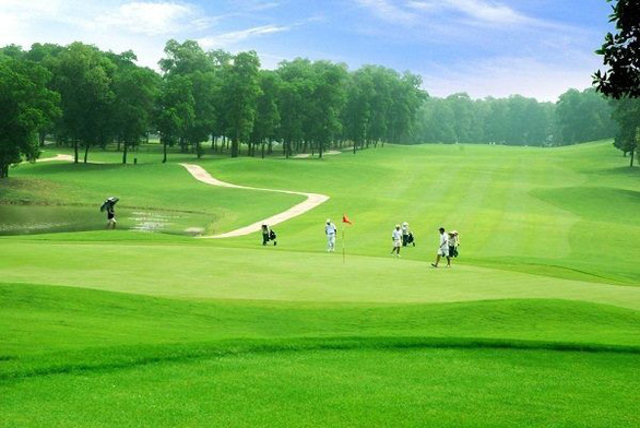 Lào Cai đề xuất bổ sung sân golf vào qui hoạch - Ảnh 1.