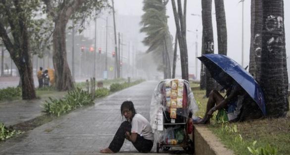 Ít nhất 30 người Philippines bị vùi lấp do bão Yutu - Ảnh 4.