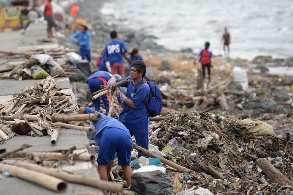 Ít nhất 30 người Philippines bị vùi lấp do bão Yutu - Ảnh 3.