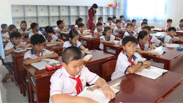 Giáo viên hợp đồng tại Cà Mau trở lại lớp, tiếp tục cống hiến - Ảnh 1.