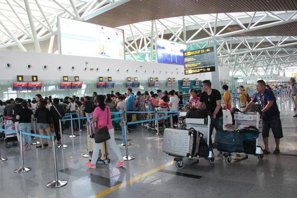 Cách ly một khách Trung Quốc sốt 38,5 độ tại sân bay Đà Nẵng - Ảnh 1.