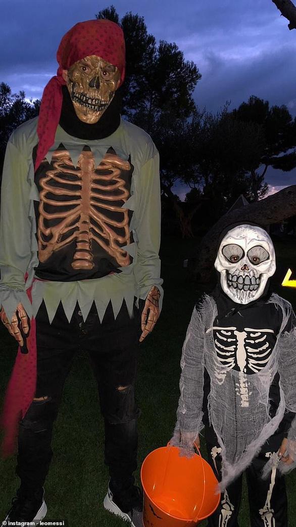 Ronaldo, Messi, Lewandowski: Ai đáng sợ nhất trong lễ hội Halloween ? - Ảnh 1.