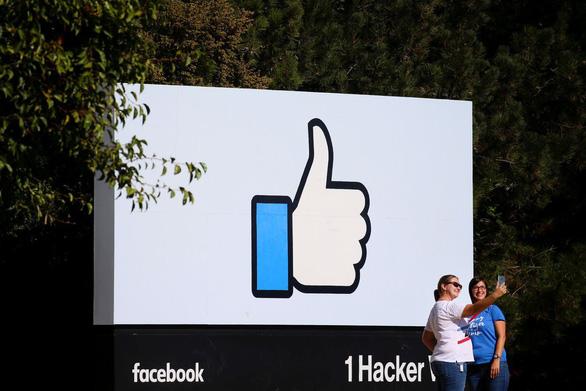 Facebook sẽ giảm lệ thuộc bảng tin, tăng đầu tư chat và video - Ảnh 1.