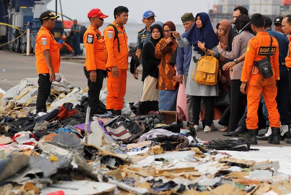 Đã tìm thấy hộp đen chiếc máy bay rơi ở Indonesia - Ảnh 1.