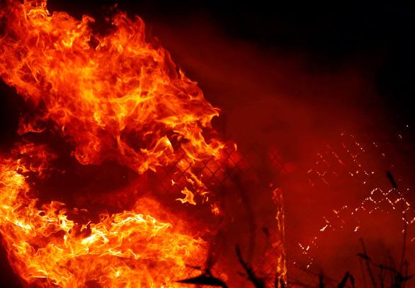Cháy dữ dội rừng California, ông Trump chê 'quản lý kém' - Ảnh 1.