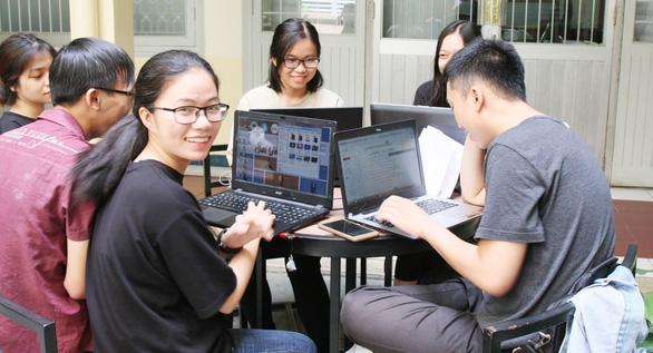 Trường bất ngờ chuyển từ thi online sang tập trung, sinh viên phản ứng - Ảnh 1.